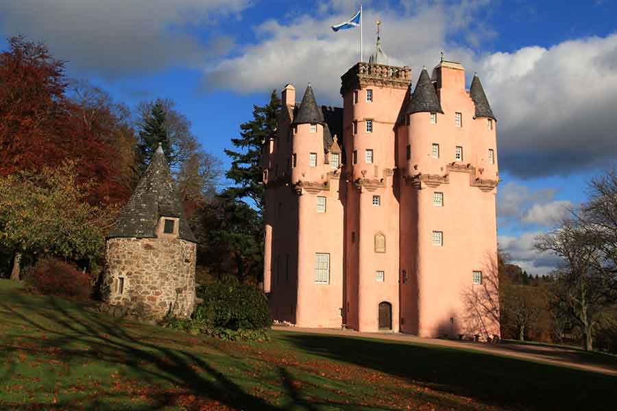 craigievar castle from side