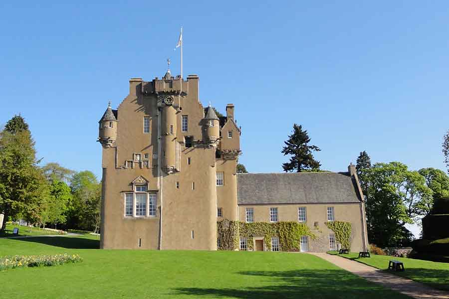 crathes castle grounds